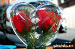 muttertagskarte red roses in vase